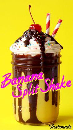 Banana Split Shake ~ The Scran Line Banana milkshake with chocolate sauce, topped with a swirl of whipped cream. Milkshake Bar, Chocolate Milkshake, Banana Milkshake, Milkshakes, Keto Smoothie Recipes, Low Carb Smoothies, Milkshake Recipes, Fruit Smoothies, Chocolates
