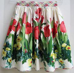 Pretty tulip apron.~~love the bias plaid
