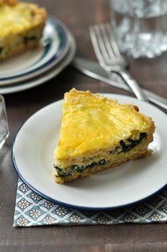 Spenótos-póréhagymás quiche - gluténmentes lisztkeverékkel Ez a francia klasszikus, a quiche, egy igazi aduász. Lehet leves utáni második fogás egy tavaszi ebéden, vacsorának is kiváló és ha marad, még reggelire is jól szokott esni. Elkészítettük gluténmentesen, így akár gluténérzékenyek is kipróbálhatják ezt a zöldséges finomságot.