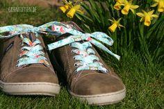 Schuhe mit selbst genähten Schürsenkeln