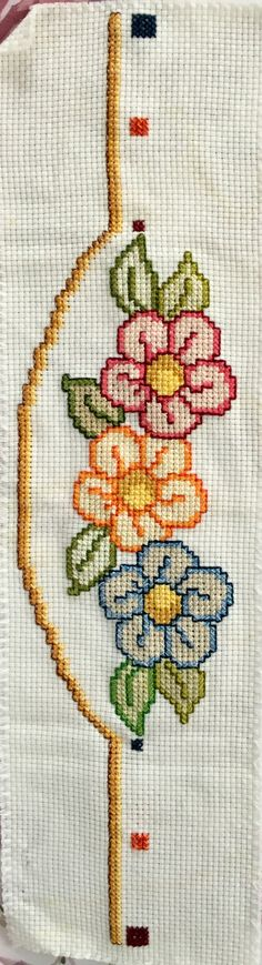 This post was discovered by Nazmiye Biber. Discover (and save!) your own Posts on Unirazi. Cross Stitch Borders, Crochet Borders, Cross Stitch Flowers, Cross Stitch Designs, Cross Stitch Patterns, Cross Stitch Embroidery, Hand Embroidery, Embroidery Designs, Chicken Scratch Patterns