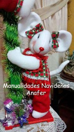 Precioso farol con ratones que le dará un gran calor a tu hogar en estas fiestas navideñas. Está hecho de forma artesanal en técnica de muñe...