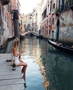 photography idea venice italy houses gondolas river dock girl inspo inspiration