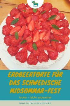 Wenn Du einen tollen Sommerkuchen backen möchtest, es aber auch leicht und schnell gehen soll, dann lege ich Dir dieses schwedische Rezept dieser Erdbeertorte ans Herz. Mit dieser Torte kannst Du Deinen Gästen imponieren und hast zuvor aber auch nicht so viel Arbeit, wenn Du nicht möchtest. #einfachschweden #erdbeertorte Fika, Strawberry, Fruit, Pies, Bakken, Strawberries, Vanilla Cream, Swedish Recipes, Strawberry Fruit