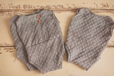 Image of GREY ROMPER WITH WOOD BUTTON