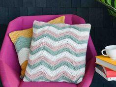 Raidalliset tyynyliinat virkataan aaltomaisella siksak-kuviolla. Tyynyjen raidoista voi virkata kapeat tai leveät oman maun mukaan.