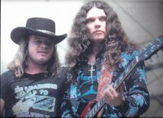 Ronnie and Gary: RFK stadium - I met Gary once. My Dad was friends with their manager. Rock And Roll Bands, Rock N Roll, Great Bands, Cool Bands, Gary Rossington, Lynard Skynard, Allen Collins, Ronnie Van Zant, Greys Anatomy Memes