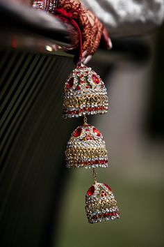 Sikh Wedding in Mississauga | Shalini and Rishi | Colorful shiny #brideaccessories in this #sikhwedding ~ http://www.focusproduction.ca/sikh-wedding-in-mississauga/