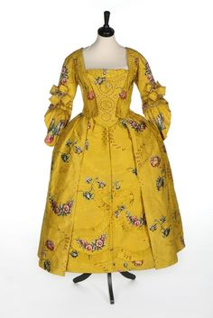 Robe à l'anglaise ca. 1750From Kerry Taylor Auctions