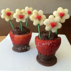 taken right off of ig @atypical_ways #cuteideas strawberry nutella & bananas