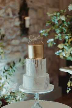 Gold & White Marble Wedding Cake | Photography by Marc Millar