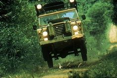Land Rover Series making way in the 1983 Camel Trophy Landrover Defender, Land Rover Defender 110, Land Rover Santana, Land Rover Series 3, Car Experience, Off Roaders, Best 4x4, Range Rover Classic, Cars Land