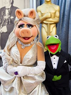 Piggy Looking Fab at the 2012 Academy Awards