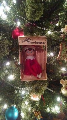 20 Genius Elf On The Shelf Ideas - I Heart Arts n Crafts Elf on the shelf., Genius Elf On The Shelf Ideas - I Heart Arts n Crafts Elf on the shelf treehouse on the shelf ideas All Things Christmas, Christmas Holidays, Christmas Crafts, Elf Christmas Tree, Elf Christmas Decorations, Christmas Carol, Christmas Ornaments, Lila Party, Awesome Elf On The Shelf Ideas
