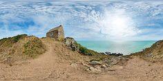 La cabane Vauban de Carolles fait face à la mer - France © Pascal Moulin