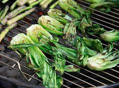 Who knew you could grill Bok Choy. Note to self: rummage through veggie drawer for more! Side Dish Recipes, Veggie Recipes, Real Food Recipes, Vegetarian Recipes, Healthy Recipes, Grilled Bok Choy, Farmers Market Recipes, Mouth Watering Food, Glaze Recipe