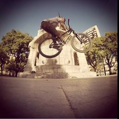 Matt Macduff with a Barspin in the Streets! http://www.the-rise.com