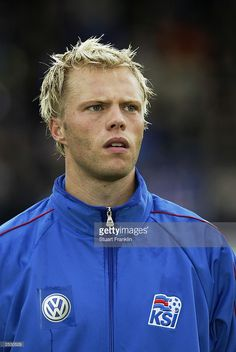 eidur-gudjohnsen-of-iceland-during-the-team-lineup-prior-to-the-euro-picture-id2530529 (685×1024)