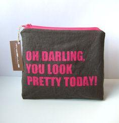 *Oh Schatzi, Du siehst toll aus heute!*    ...liebevoll handbedruckte Bag, die Dich auch nach einem zerknautschten Blick in den Spiegel daran erinn...