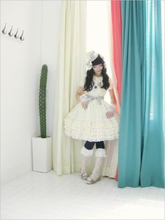#lolitafashion Loooove this entire outfit. Her co-ords are amazing.