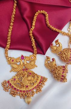 We offer wide range of Indian Imitation Wedding Jewellery from various famous designers brands Gold Mangalsutra Designs, Gold Earrings Designs, Gold Jewellery Design, Silver Jewellery, Branded Jewellery, Quartz Jewelry, Bead Jewellery, Temple Jewellery, Bridal Jewellery