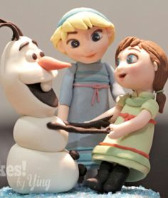 This as cake topper without Elsa and Anna has on dress from pink cake. Light blue like the crystal under their feet fir the color of the cake.