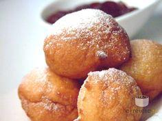 Gogosele rapide Romanian Desserts, Romanian Food, Romanian Recipes, Brunch Recipes, Breakfast Recipes, Chicken Schnitzel, Something Sweet, Pretzel Bites, Gem