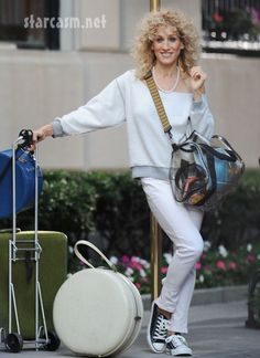 Sarah Jessica Parker as Carrie Bradshaw, Sex And The City 2 Wallpapers) – Free Wallpapers Carrie Bradshaw Outfits, Carrie Bradshaw Style, Sarah Jessica Parker, Madonna, Studded Denim Jacket, The Carrie Diaries, City Outfits, Preppy Girl, City Style