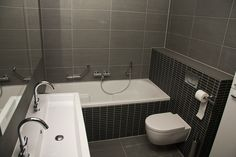 Vackert badrum med badkar
