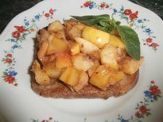 Французские тосты с яблоками Рецепт французских тостов прост и позволяет приготовить быстрый завтрак или угощение к чаю за короткий срок. Этот быстрый и вкусный рецепт очень удобен.