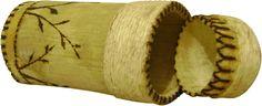 Porta-chá de bambu e sisal. Decorado com pirógrafo.
