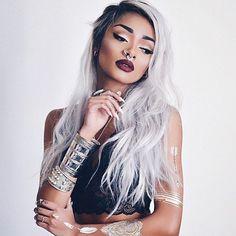 15 filles vous prouvent que les cheveux gris, c'est super sexy ! Attention les yeux...
