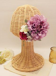 和装にも、ゲストで参加のパーティーにも。二次会にも。色んなシーンで使えるbasicダリアヘッドドレス。   オーダーお問い合わせはwebsiteからお願いします。http://amarige.ciao.jp