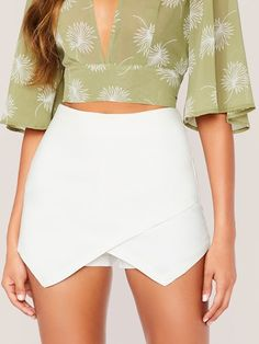 To find out about the Zip Back Asymmetrical Hem Skort at SHEIN, part of our latest Shorts ready to shop online today! Look Fashion, Fashion News, Fashion Outfits, Fashion Pants, Womens Fashion, Short Satin, Skort Outfit, White Skort, Jupe Short