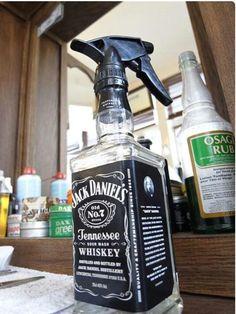 Spray bottle for men's cuts