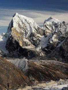 Giants of the Himalayas, Cholatse and Taboche peaks, Nepal (by Oleg Bartunov).