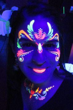Glow Face Paint, Body Paint, Uv Photography, Glow In Dark Party, Luminous Makeup, Dark Costumes, Neon Licht, Uv Black Light, Rave Makeup