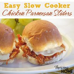 Just dump a few ingredients in a slow cooker, and a healthy and family-friendly meal magically appears at dinner time! Chicken Parmesan Sliders are the perfect weeknight meal. Freezer meal instruction (Few Ingredients Dinner) Freezer Cooking, Crock Pot Cooking, Freezer Meals, Easy Meals, Freezer Recipes, Weeknight Meals, Chicken Parmesan Sliders Recipe, Chicken Recipes, Chicken Parmesean