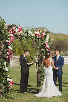 pink and white #flower ceremony #backdrop @weddingchicks