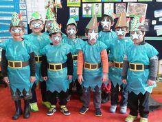 Οι μασκαράδες μας! Με την ευκαιρία του μαθήματος από τα βήματα στη ζωή – Νοιάζομαι, Βοηθάω – μιλήσαμε για έναν ήρωα που βοηθούσε τους φτωχτούς! Ναι, για τον Ρομπέν των Δασών.. και έτσι τα αγόρια γίναμε Ρομπέν… Carnival Crafts, Great Costume Ideas, English Play, Easy Costumes, Nursery, Medieval Times, Cute, Kids, School