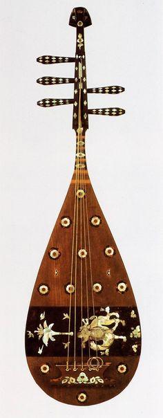 正倉院の楽器  螺鈿紫檀五弦 琵琶(表)