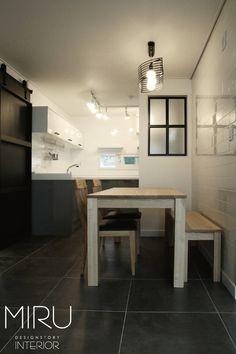 트랜디한 아파트 인테리어(주방) : 모던스타일 주방 by 미루디자인 Home Kitchens, Office Desk, Corner Desk, Small Spaces, Dining Table, Interior, Room, House, Furniture