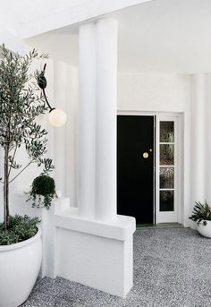 Curatorial House: Classic Interior of P&O Home with Hollywood's Glamour Style Australian Interior Design, Contemporary Interior, Modern Art, Interior Design Awards 2018, Melbourne House, Art Deco Buildings, Classic Interior, Nordic Design, White Houses