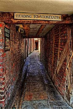 England Travel Inspiration - Snickleway joining Grape Lane to Stonegate in York…