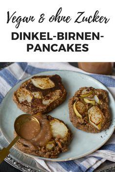 Vegan frühstücken, gesund und ohne Zucker: Diese Pancakes mit Dinkelvollkornmehl und Birne geben durch die Chia-Samen und lauter gesunde Zutaten den Energiekick am Morgen!