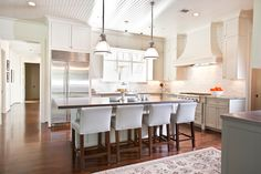 Elegant kitchen by Dodson and Daughter ID via Decor Pad. www.dodsonanddaughter.com