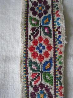 Cross Stitch Borders, Cross Stitch Patterns, Cross Stitch Embroidery, Hand Embroidery, Palestinian Embroidery, Handmade Crafts, Textile Art, Needlework, Knitting