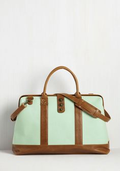 Revivals And Departures Weekend Bag In Mint. In spite of the fact that Youre A Fan Of Modern Transit, You Adore The Vintage-Inspired Vibes Of This Woven Weekend Bag, Making It Your Getaway Go-To. Bags Online Shopping, Discount Shopping, Online Bags, Shopping Bag, Vintage Bags, Retro Vintage, Vintage Outfits, Tote Backpack, Look Fashion