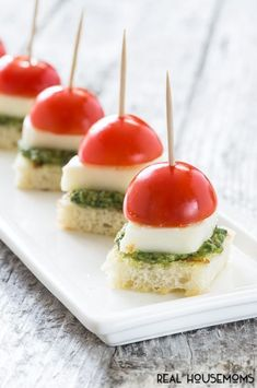 With Pesto Bites Enjoy these mini sized Caprese Bites with Pesto appetizers at your next party. Extra special by making your own pesto!Enjoy these mini sized Caprese Bites with Pesto appetizers at your next party. Extra special by making your own pesto! Baby Shower Appetizers, Appetisers, Appetizers For Party, Appetizer Recipes, Light Appetizers, Toothpick Appetizers, Appetizer Ideas, Caprese Appetizer, Butter