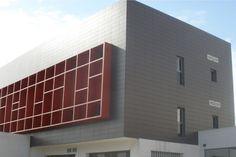 Facultad de Ciencias de la Salud Almería. Arquitectura moderna. Fachadas ventiladas.